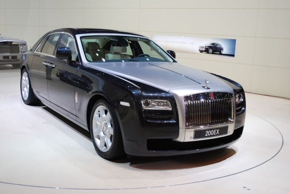 Confira as fotos deste luxoso carro que estava no Salão de Genebra